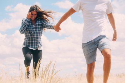 Glückliche Paar nach Abnehmen mit Hypnose
